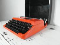 Anne Lauricella machine à écrire
